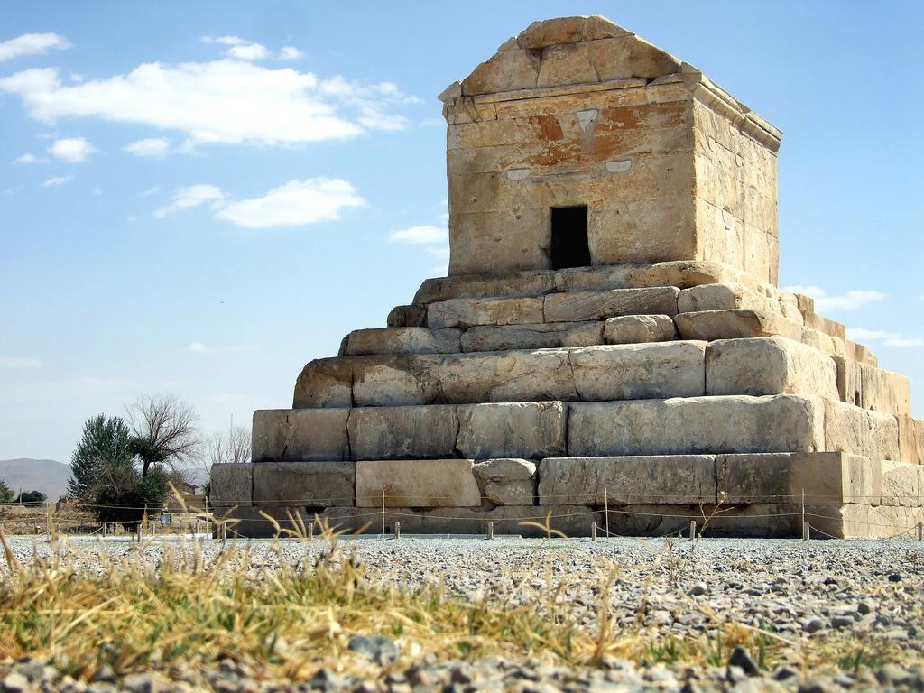 Tomb-of-Cyrus-Pasargad